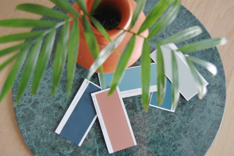 Fargeprøver - sett dem gjerne sammen med andre farger og materialer du ønsker skal være i nærheten av fargen for å se om det blir riktig