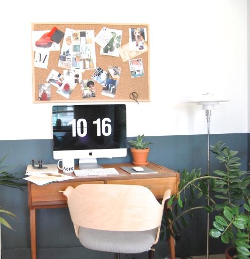 Her har vi flyttet kontoret inn i stua og gjort det om til et møbel som daglig er i bruk